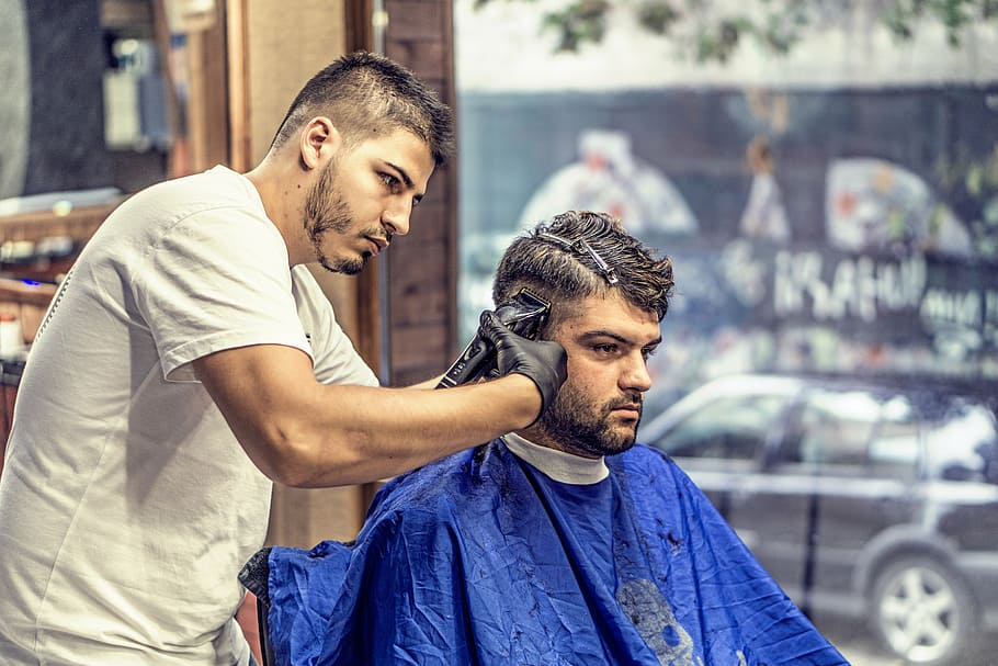 How Much to Tip Barber When Traveling?